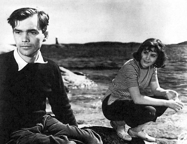 Henrik (Birger Malmsten) and Marie (Maj-Britt Nilsson) on the island