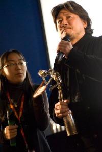 Cho Min-Sik gets an award