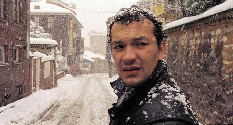 Risultati immagini per uzak film 2003
