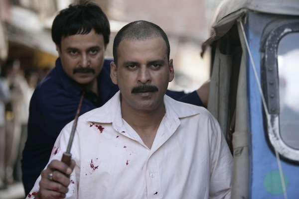 Manoj Bajpayee as Sardar Khan and behind him Jameel Khan as Asghar Khan