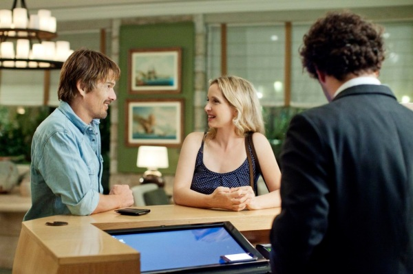 Jesse (Ethan Hawke) and Celine (Julie Delpy) check-in to a hotel.