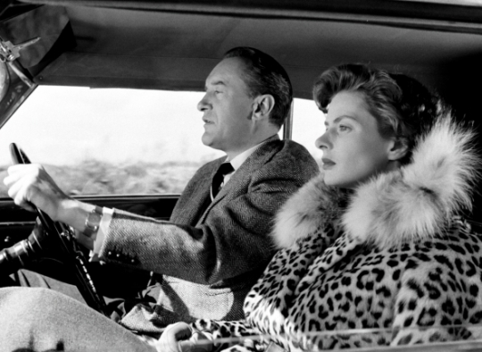 The car as a barrier between the couple and their environment – or perhaps a cage in which they are trapped?