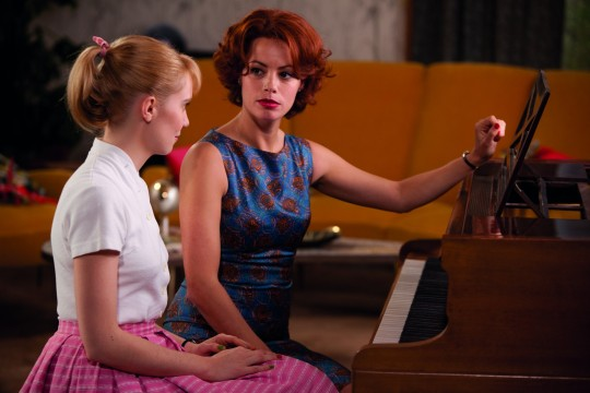 Rose takes piano lessons from Marie (Bérénice Bejo)
