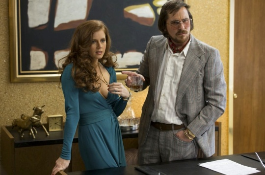 Amy Adams and Christian Bale. photo © Francois Duhamel/Sony Pictures