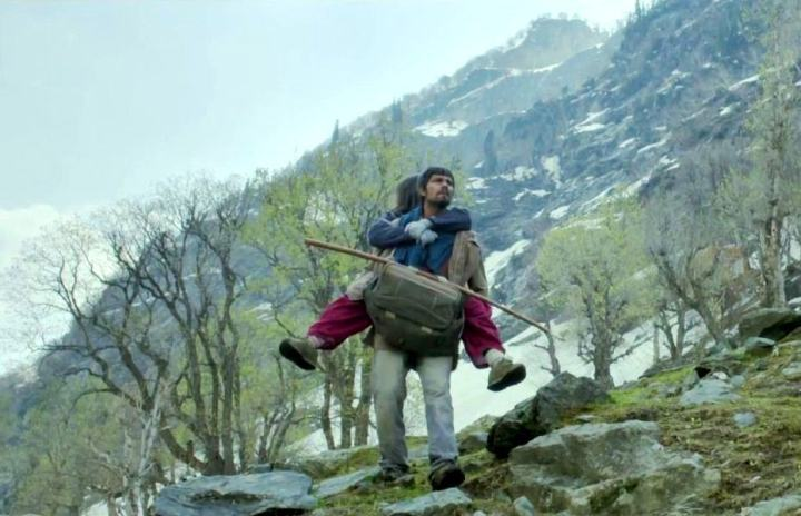 Mahabir (Randeep Hooda) and Veera (Alia Bhatt) on the last leg of their journey.