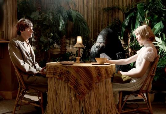 Simon (Jesse Eisenberg) and Hannah (Mia Wasikowska) on a date
