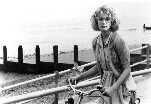 Emily Lloyd in WISHING YOU WERE HERE (d. David Leland, UK 1987)