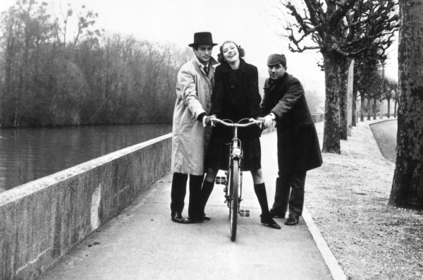 Anna Karina gets help from Sami Frey and Claude Brasseur in Godard's A BANDE A PART (France 1964)