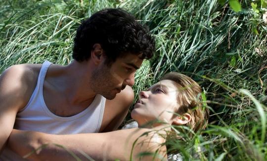 The lovers: Gary (Tahir Rahim) and Karole (Léa Seydoux)