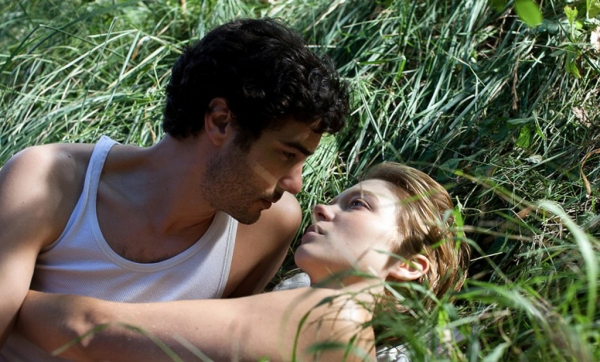 The lovers: Gary (Tahir Rahim) and Karole (Léa Seydoux)