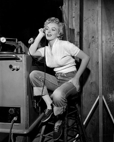 Marilyn Monroe on the set of CLASH  BY NIGHT (photo from http://www.thisismarilyn.com)