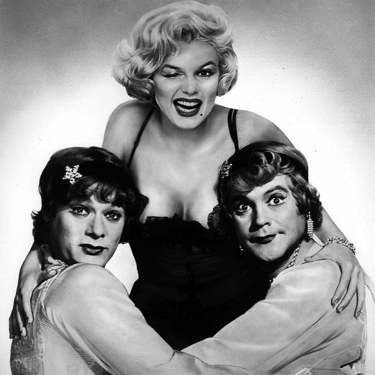 Curtis, Monroe and Lemmon in a promo still (from: http://prettycleverfilms.com/movie-lists/10-things-about-some-like-it-hot)