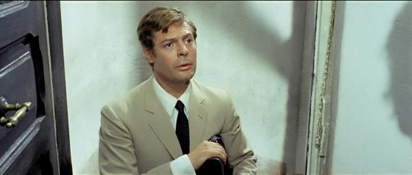 Marcello Mastroianni as Mara's hapless 'customer' (from dvdbeaver.com)