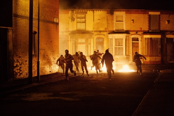 Kids running through streets of fire in West Belfast