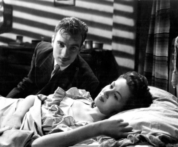 Some classic film noir lighting effects in this scene between Juan and Carmen remind us that Bardem and Berlanga were influenced by Italian neo-realism and the prevailing lighting styles for drama seen in most film territories in the late 1940s.