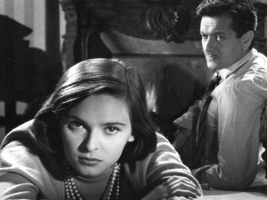 María (Lucia Bose) and Juan (Alberto Closas) as the lovers.