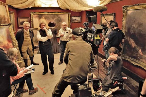 Dick Pope with Leigh and his actors on location for a shoot depicting Turner's 'shop gallery' organised by his father (Paul Jesson, on the extreme left). Image from www.codexdigital.com