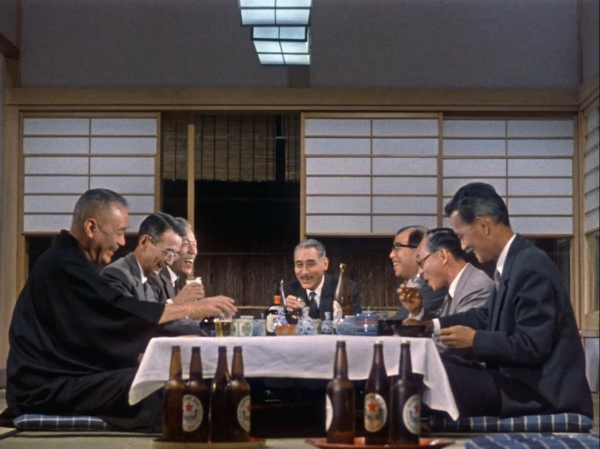 The school reunion dinner with Chisu Ryu (extreme right). The character third from left is the old schoolteacher, now down on his luck.