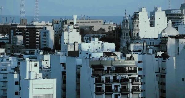 Medianeras (Sidewalls, Argentina 2011) – one of the films discussed by James Scorer