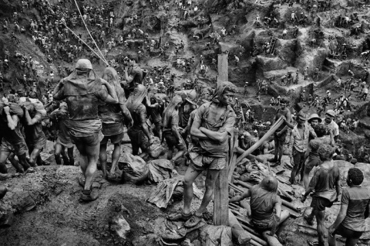One of the images from Sebastião_Salgado's project 'Workers'