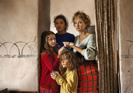 Angelica and her four daughters.