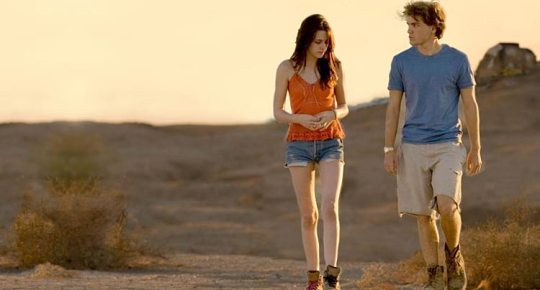 Kristen Stewart as Tracy and Emile Hirsch as Alex/Chris