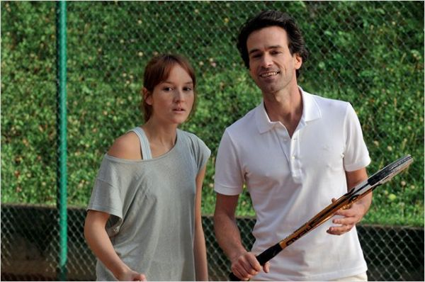 Anaïs Desmoustier and Romain Duris (playing together against Claire's husband Gilles)