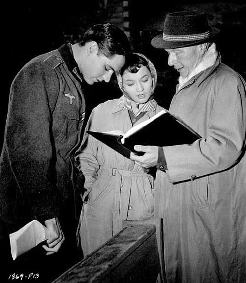 Douglas Sirk on set with John Gavin and Liselotte Pulver during the shoot of a Time to Love and a Time to Die (1957). (photo from: http://elcinedesolaris.blogspot.com/2014/08/en-rodaje-douglas-sirk-john-gavin-y.html)