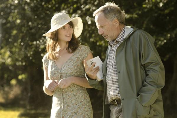 Gemma (Gemma Arterton) and Martin (Fabrice Lucini)