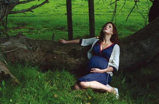 Liffey (Kelly Reilly) during her pregnancy in the environment that supports the puffball