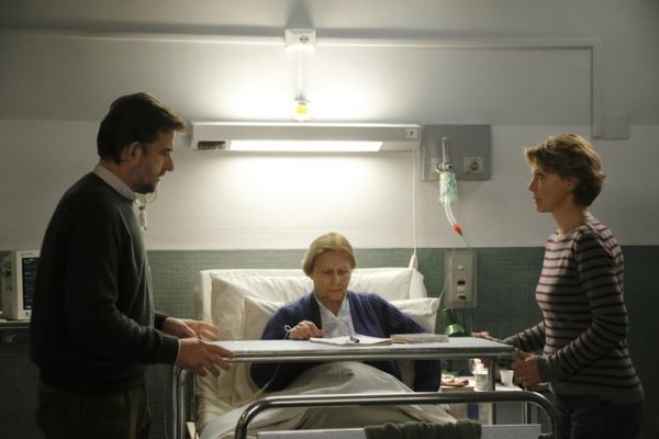 Margherita and Giovanni at their mother's bedside.