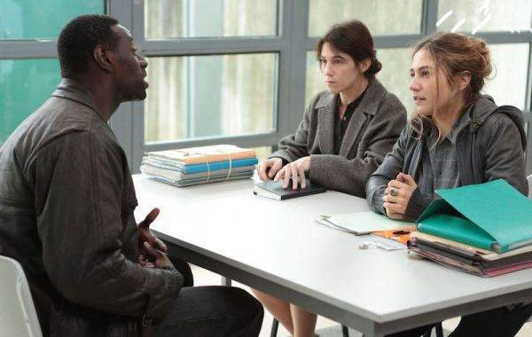 Samba (Omar Sy) is interviewed by two migrant support workers, Alice (Charlotte Gainsbourg) (centre) and (right) Manu (Izïa Higgling)