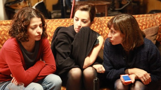 Geni (Nora Navas), left with her siblings Raquel (Àgata Roca) and Gloria (Clara Segura)
