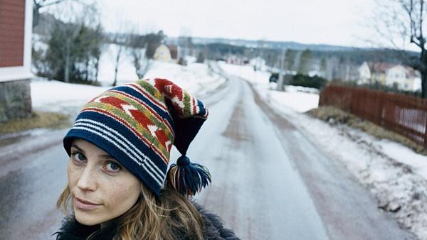 Sofia Helin as Mia