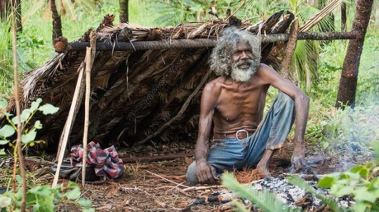 Charlie (David Gulpilil) tries to return to living in the bush
