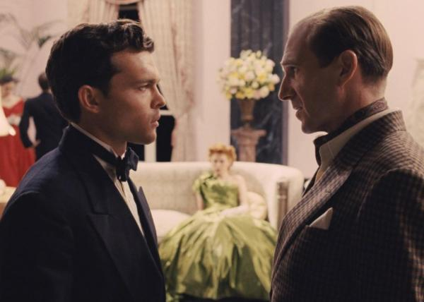 Alden Ehrenreich as singing cowboy Hobie Doyle cast in a 'sophisticated' comedy directed by Laurence Laurentz (Ralph Fiennes). This is one of the standout scenes of Hail, Caesar!