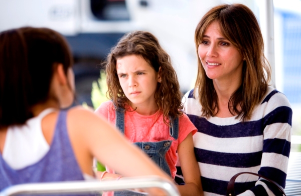Sara and Claire are joined by Virginia (Goya Toledo).