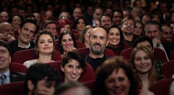 Paula (Dolores Fonzi) and Tomas enjoy Julian's performance at a Madrid theatre.
