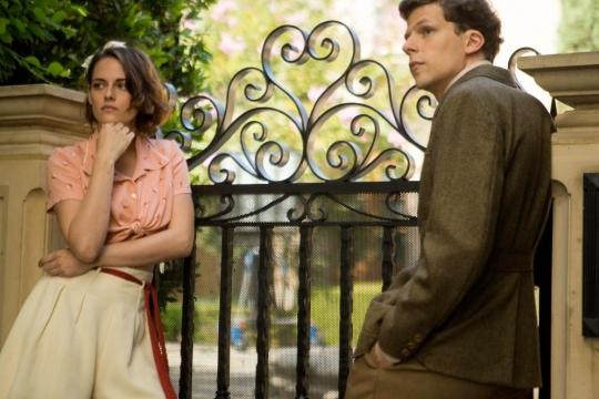 Vonnie (Kristen Stewart) and Bobby (Jesse Eisenberg)