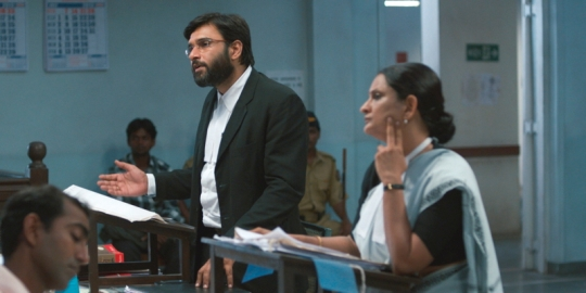 The two lawyers: for the defence on the left Vinay (Vivek Gomber) and on the right for the prosecution (Geetanjali Kulkarni)