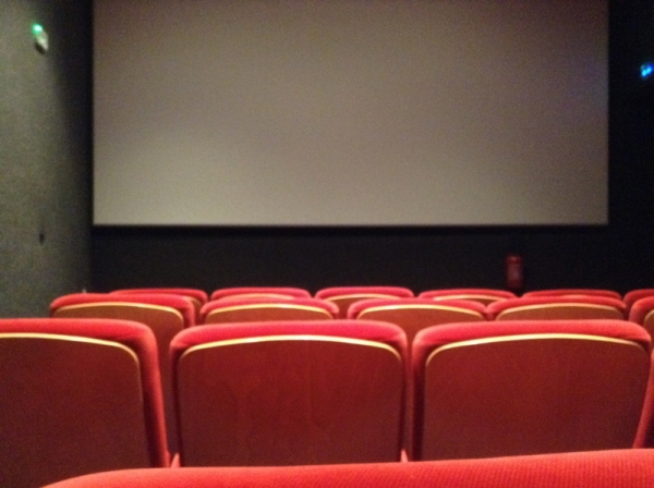 Sémaphore Salon 5 – comfortable seats, good-sized screen and a great image in the dark!
