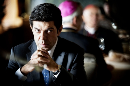 Pierfrancesco Favino as the politician Filippo Malgradi who dines alongside cardinals.