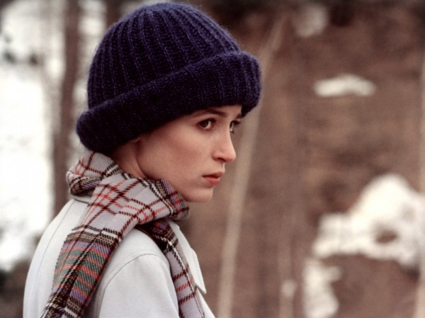 Lise (Dominique Laffin) is sometimes difficult to tell apart from Juliette when both wear woollen hats that hide their hair. Lise is less 'active' than Juliette but still an agent in the drama.