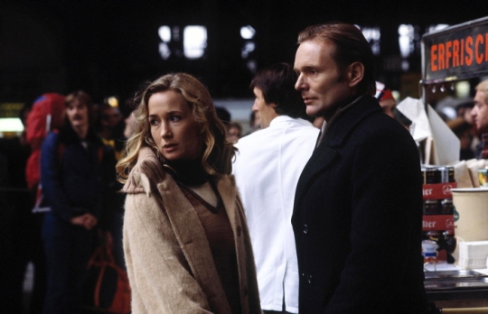 Lisa (Brigitte Fossey) and Phillip (Helmut Griem) at the railway station at the beginning of The Glass Cell
