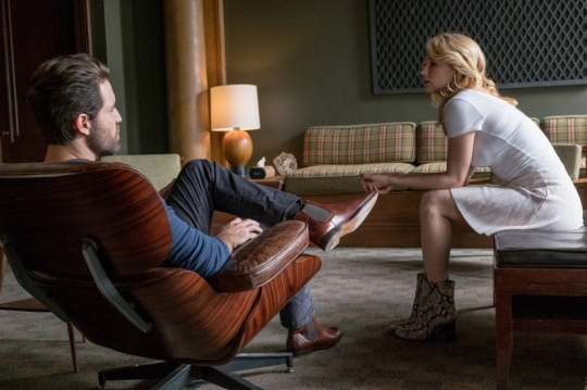 The psychiatrist, Dr Abdic (Edgar Ramírez) and Megan (Haley Bennett)
