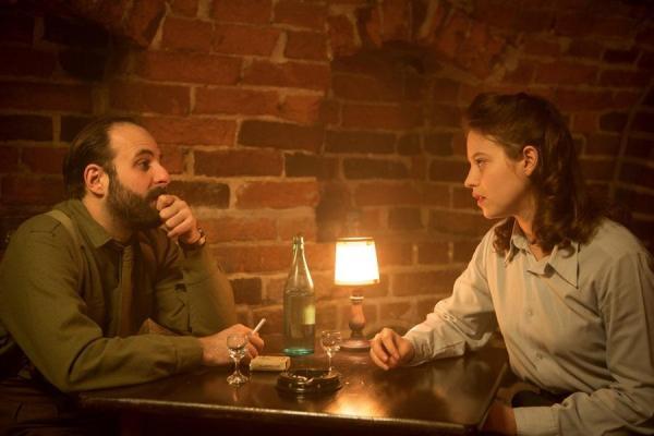 Mathilde with Samuel (Vincent Macaigne)